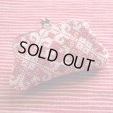 ビーズ編み財布【全面ビーズ-平】エンジに白模様12cm角